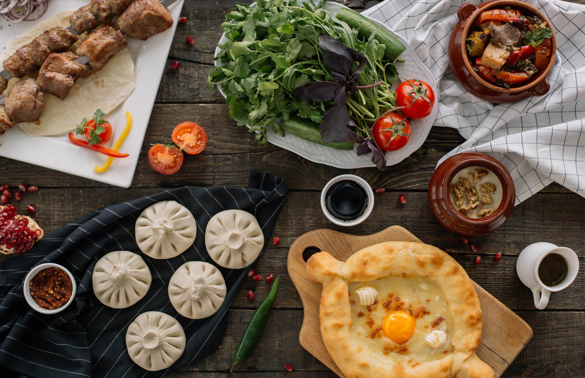 gruzja-jedzenie-chinkali-chaczapuri