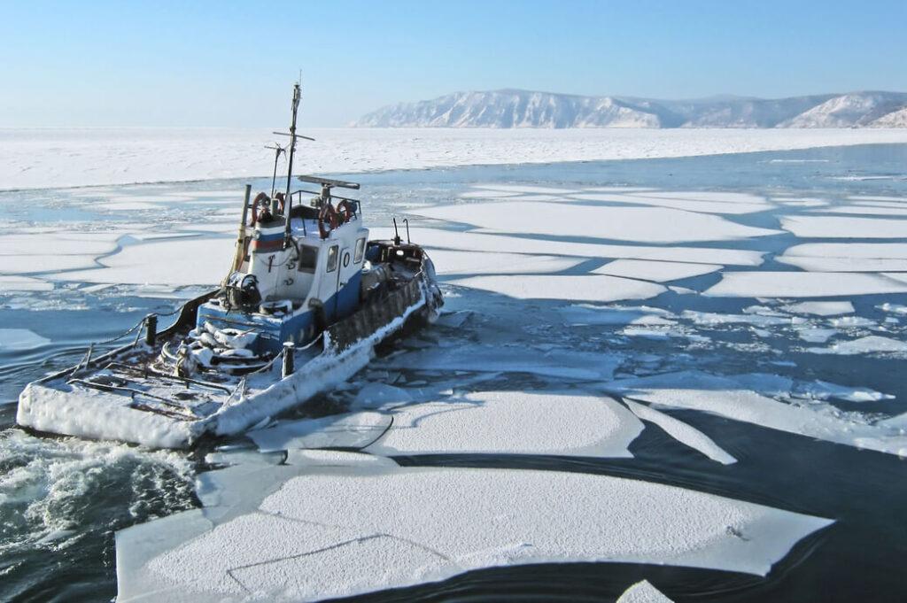 Bajkal-statek-zima
