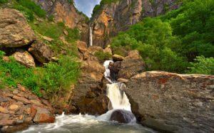 Muchug-najwyzszy-wodospad-54-m-Azerbejdzan-Gabala