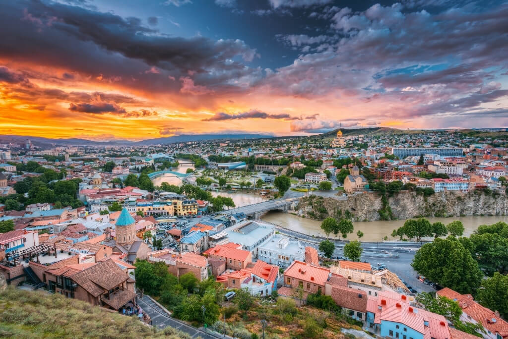 panorama tbilisi wieczorem gruzja