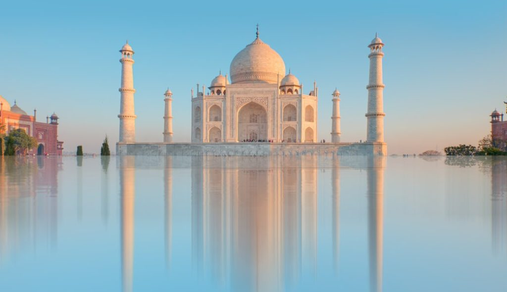 Tadz-Mahal-woda-Indie
