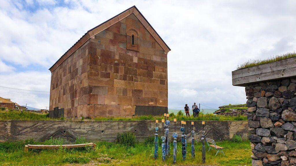 cerkiew św. nino w poka, region samcche-dżawachetia nad jez. parawani, gruzja