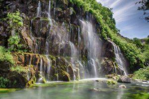 wodospad w kanionie daszbaszi gruzja